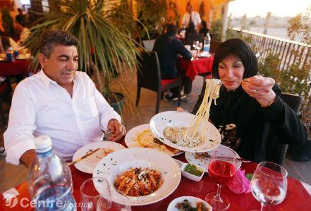 Actualite Actualite A Tripoli, cafés et restaurants apportent un semblant de normalité